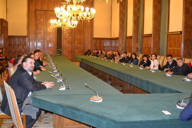 Conf.univ.dr. Sorin Bocancea impreuna cu studentii UPA din Iasi la Palatul Victoria